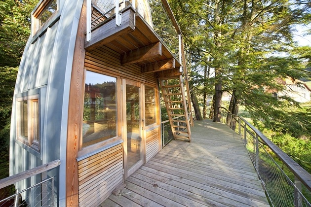Attractive Both The Front And Rear Walls Of The Cabin Are Mostly Filled With Glass  Space, With A Scenic View Over The Pond. On The Side Of The Walkway, Each  Of The Two ...